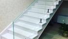 Лестница со стеклом фото в дом Краснодаре Крыму