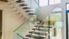 Перила со стеклом для лестниц в дом Краснодаре Крыму