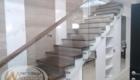 Деревянная лестница со стеклом изготовление лестниц в Крыму Краснодаре